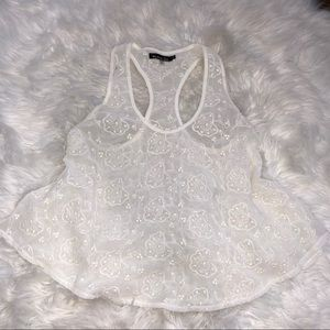 ✨✨WHITE EMBROIDERY TANK✨✨